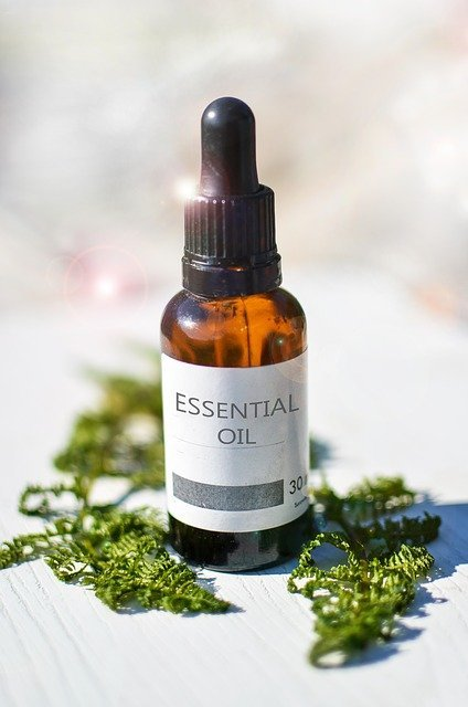 Bottle of essential oil – will baking soda help my dog stop itching?